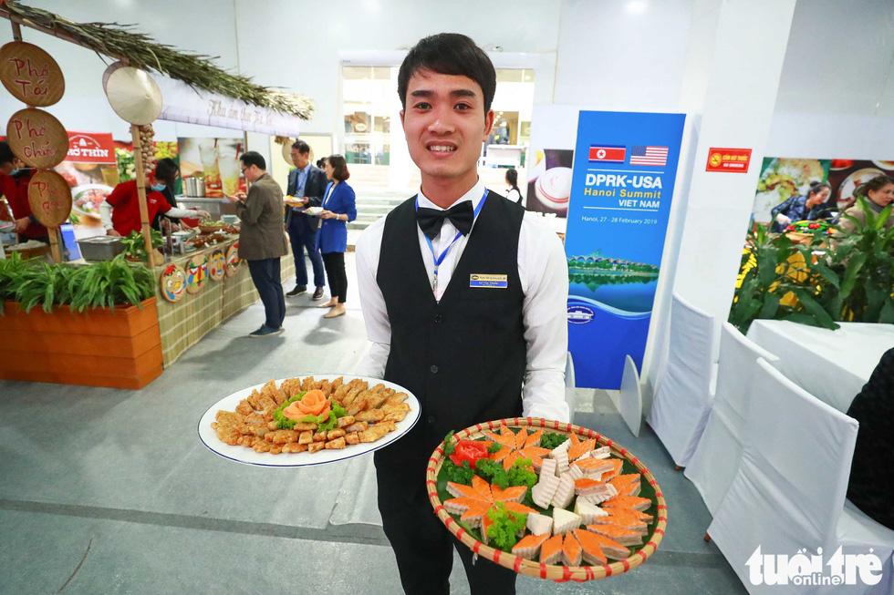 Việt Nam mở đại yến 40 món đãi 3.500 nhà báo  - Ảnh 2.