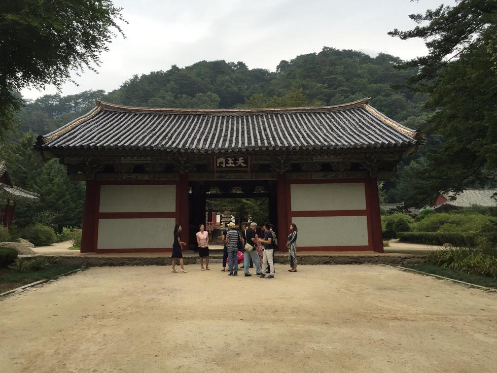 Phóng viên Tuổi Trẻ vãn cảnh chùa cổ ngàn năm ở Triều Tiên - Ảnh 10.
