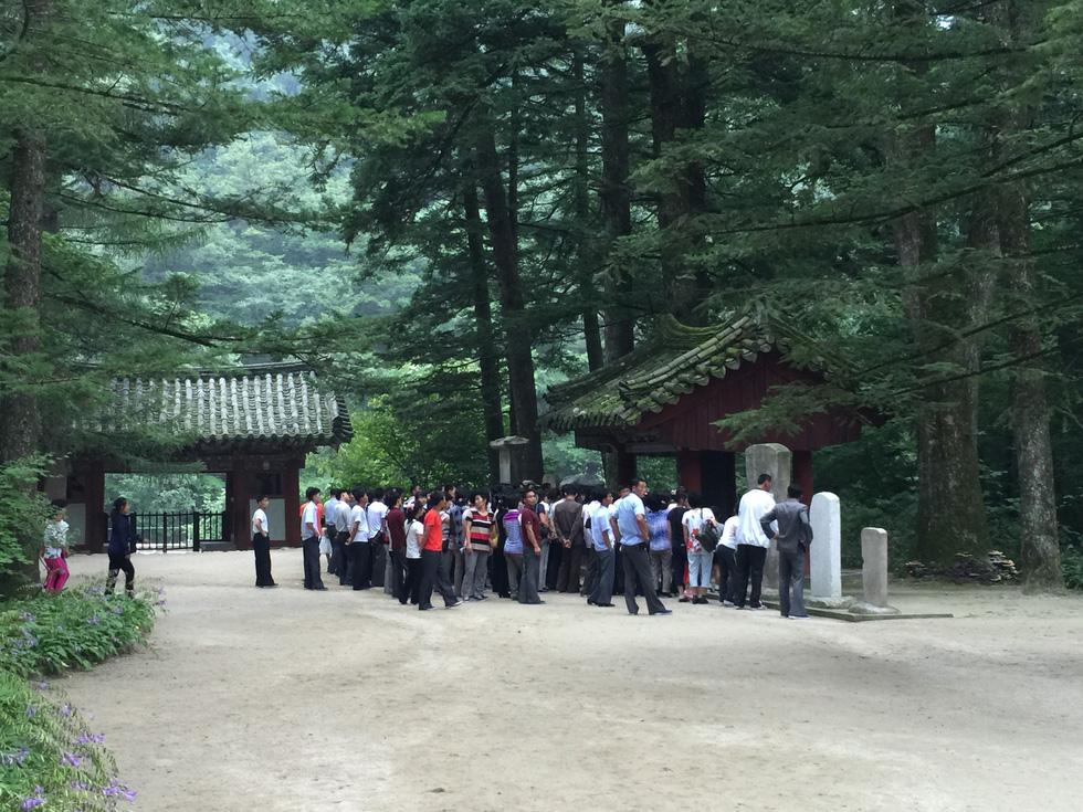 Phóng viên Tuổi Trẻ vãn cảnh chùa cổ ngàn năm ở Triều Tiên - Ảnh 4.