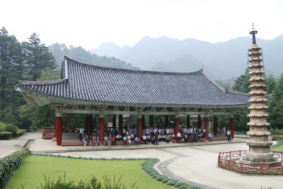 Phóng viên Tuổi Trẻ vãn cảnh chùa cổ ngàn năm ở Triều Tiên - Ảnh 7.