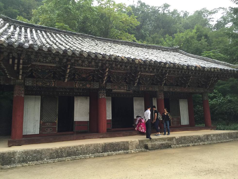 Phóng viên Tuổi Trẻ vãn cảnh chùa cổ ngàn năm ở Triều Tiên - Ảnh 11.