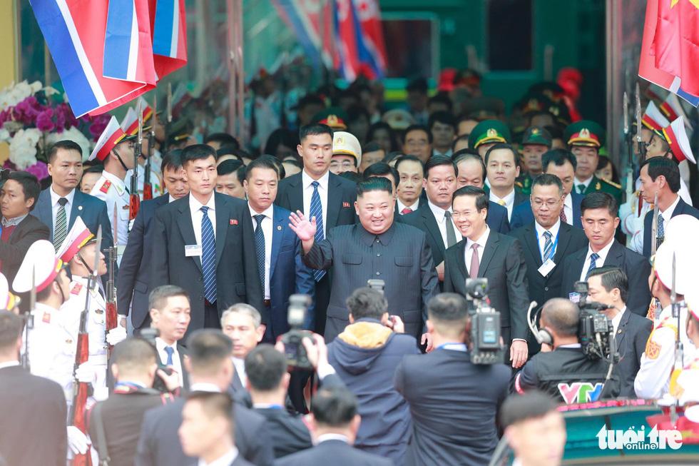 Chủ tịch Kim Jong Un nói gì khi đặt chân đến Việt Nam? - Ảnh 4.