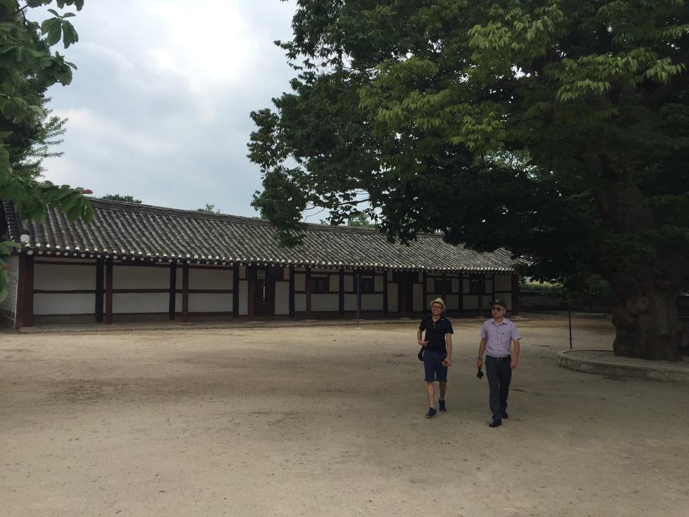 Phóng viên Tuổi Trẻ vãn cảnh chùa cổ ngàn năm ở Triều Tiên - Ảnh 1.