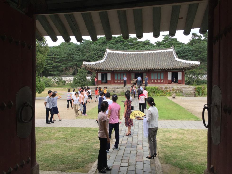 Phóng viên Tuổi Trẻ vãn cảnh chùa cổ ngàn năm ở Triều Tiên - Ảnh 13.