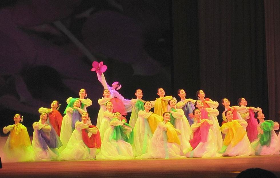 Choáng với chương trình nghệ thuật Triều Tiên 700 người như một - Ảnh 9.