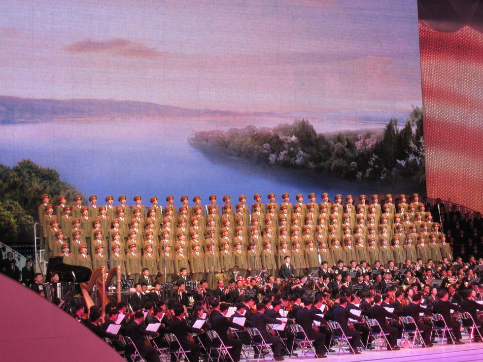 Choáng với chương trình nghệ thuật Triều Tiên 700 người như một - Ảnh 6.