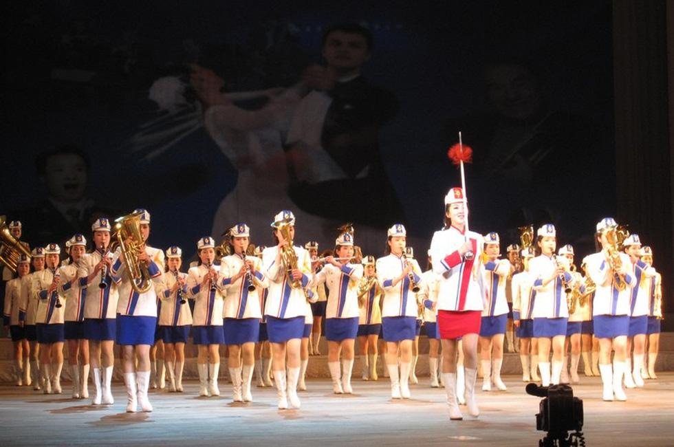 Choáng với chương trình nghệ thuật Triều Tiên 700 người như một - Ảnh 3.