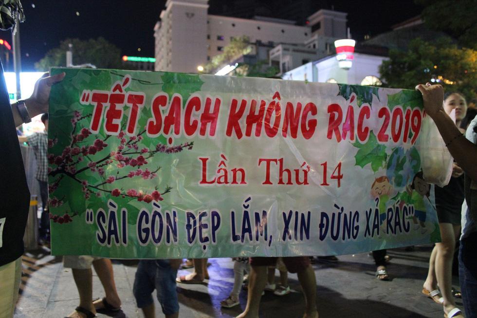 Băngrôn dễ thương nhất đường hoa Nguyễn Huệ 14 cái tết... - Ảnh 7.
