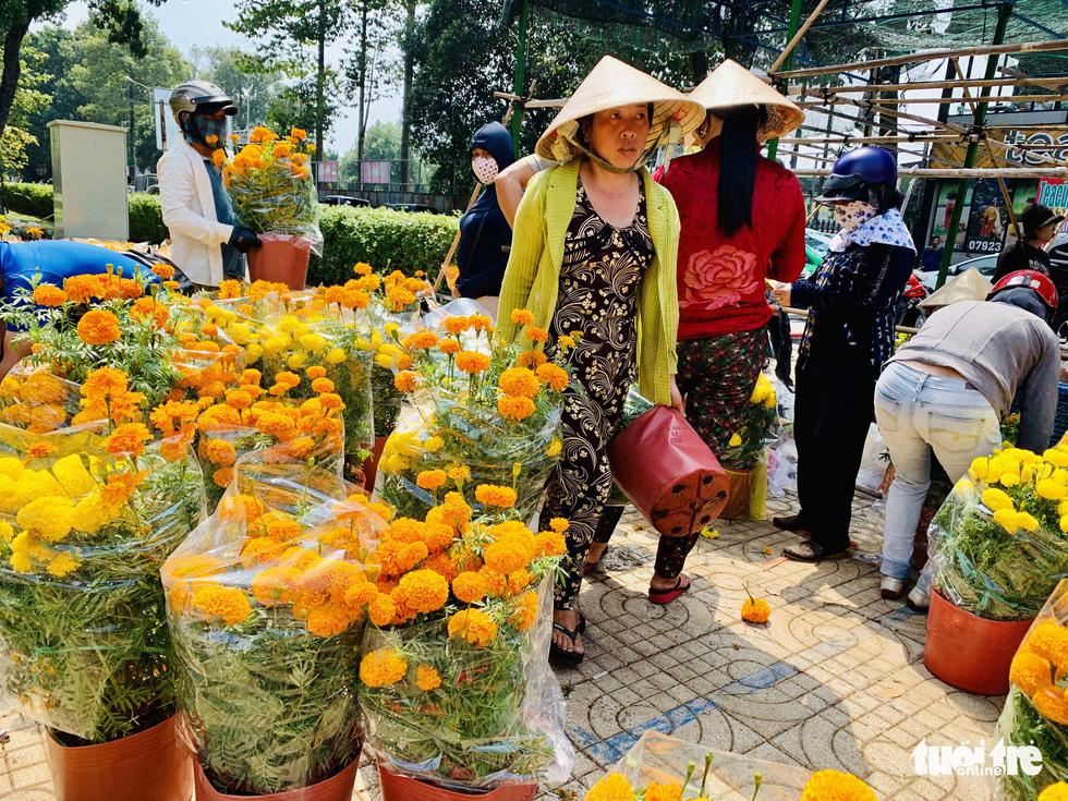 Các chủ hàng hoa khẳng định không đại hạ giá - Ảnh 2.