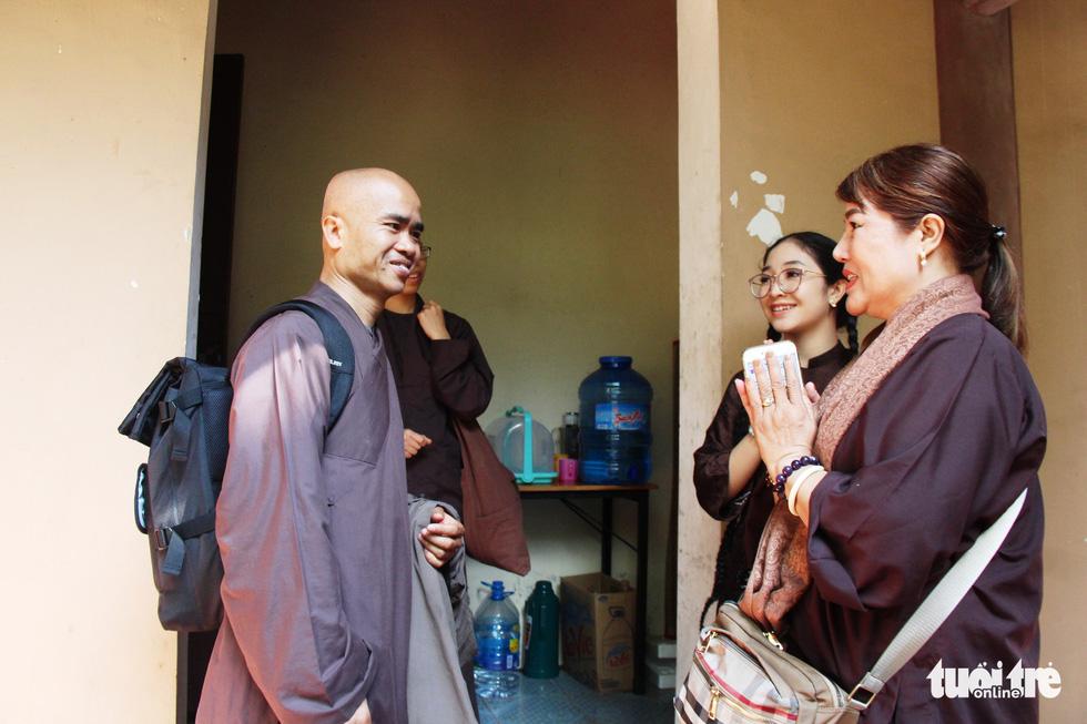 Lên chùa Từ Hiếu cầu sức khỏe cho thiền sư Thích Nhất Hạnh - Ảnh 6.