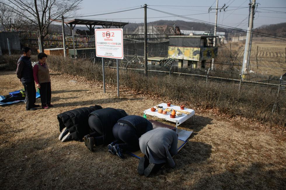 Chùa Trung Quốc ngập trong khói lửa ngày đầu năm - Ảnh 12.