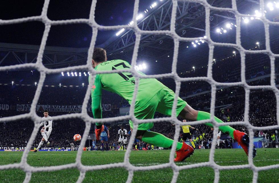 Xem siêu nhân Ronaldo đánh bại Atletico Madrid qua ảnh - Ảnh 9.