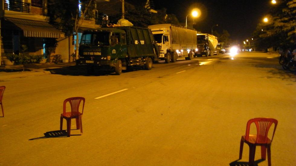 Bãi rác Khánh Sơn cao như núi, đang tiếp tục cao thêm - Ảnh 9.