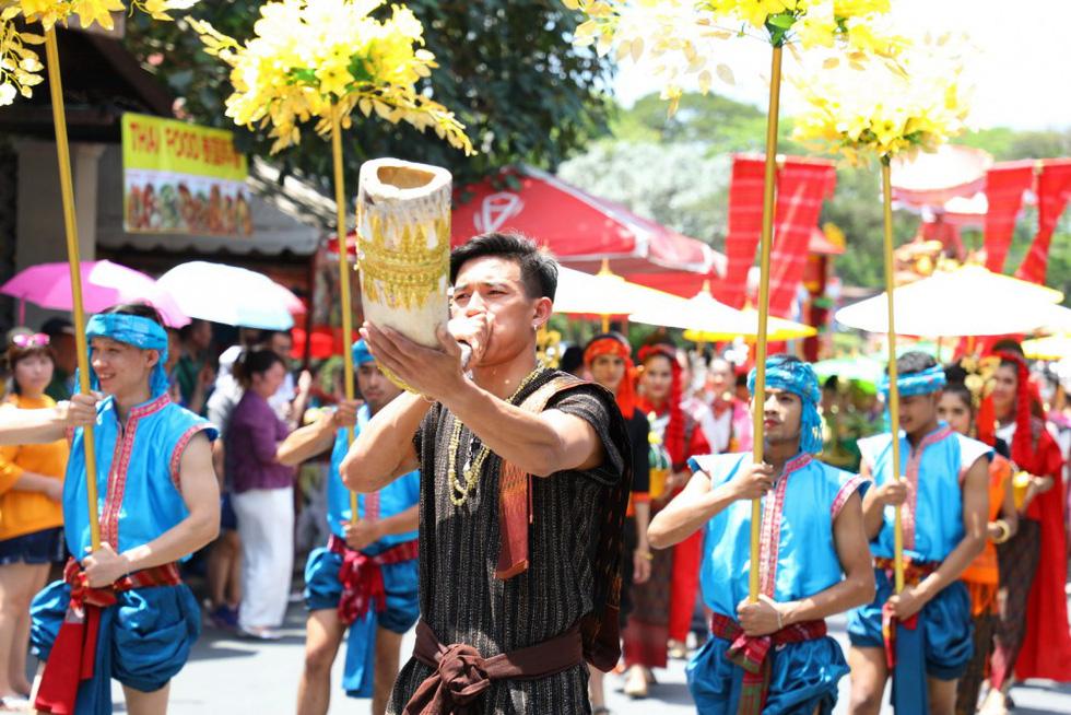 Ngày voi quốc gia Thái Lan: tắm, chơi và ăn rau quả - Ảnh 3.