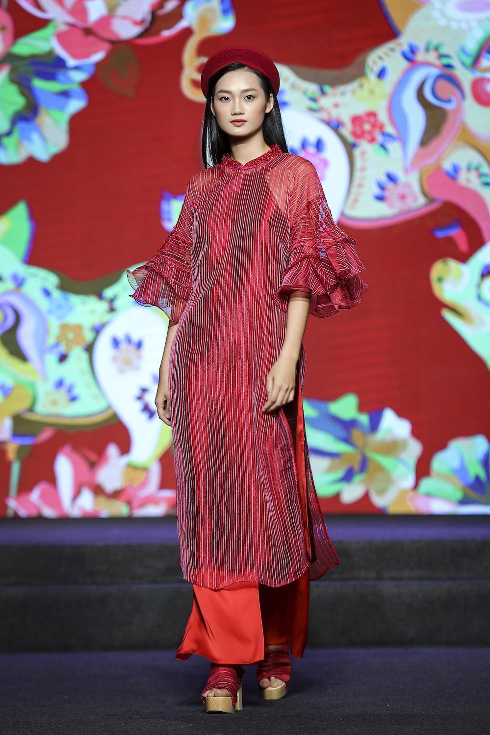 HHen Niê lộng lẫy trình diễn bế mạc Lễ hội áo dài 2019 - Ảnh 6.