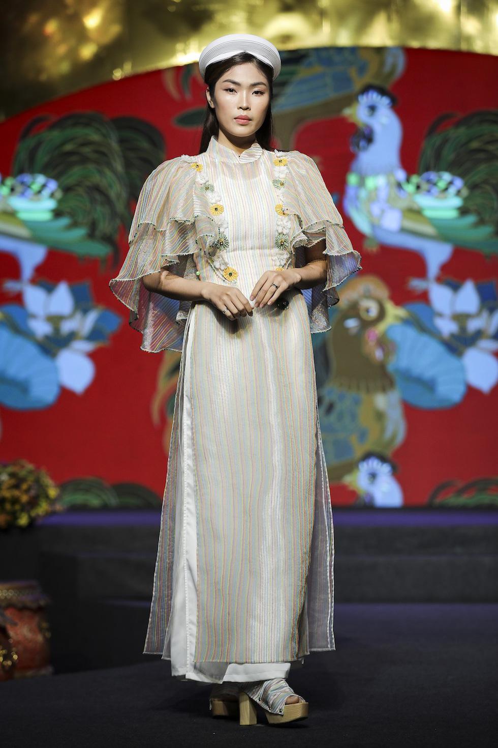HHen Niê lộng lẫy trình diễn bế mạc Lễ hội áo dài 2019 - Ảnh 7.