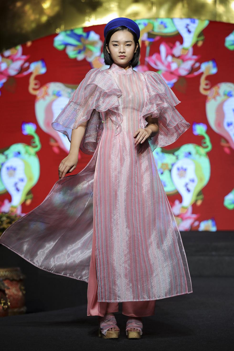 HHen Niê lộng lẫy trình diễn bế mạc Lễ hội áo dài 2019 - Ảnh 9.