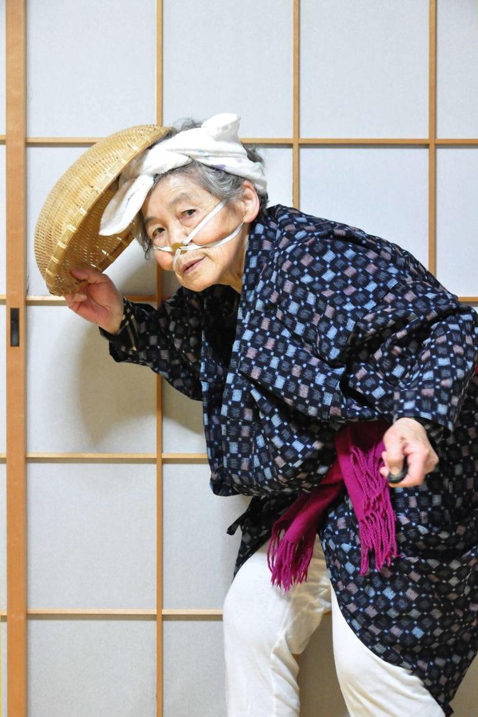 Choáng với những tấm ảnh selfie chất của cụ bà 89 tuổi - Ảnh 4.
