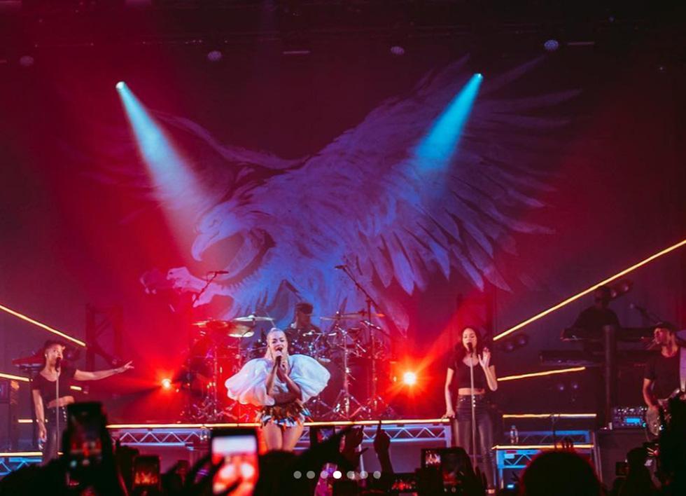Đến lượt ca sĩ Rita Ora diện đồ Công Trí - Ảnh 8.