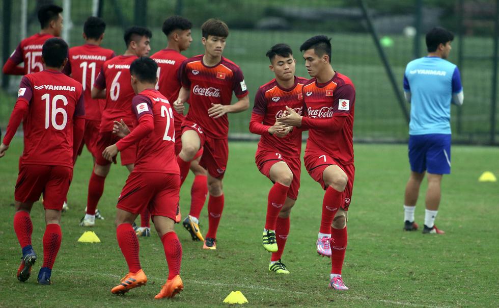 Tiền đạo Nguyễn Tiến Linh chia tay U23 VN - Ảnh 1.