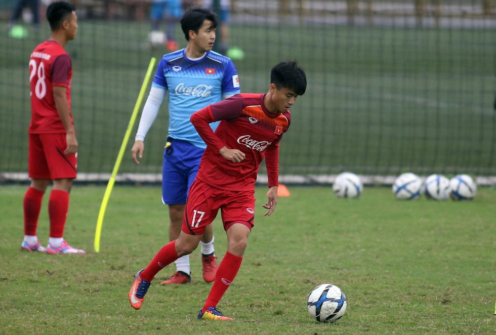 Tiền đạo Nguyễn Tiến Linh chia tay U23 VN - Ảnh 4.