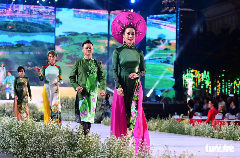 Áo dài lộng lẫy đêm xuân khai mạc Lễ hội Áo dài - Ảnh 14.