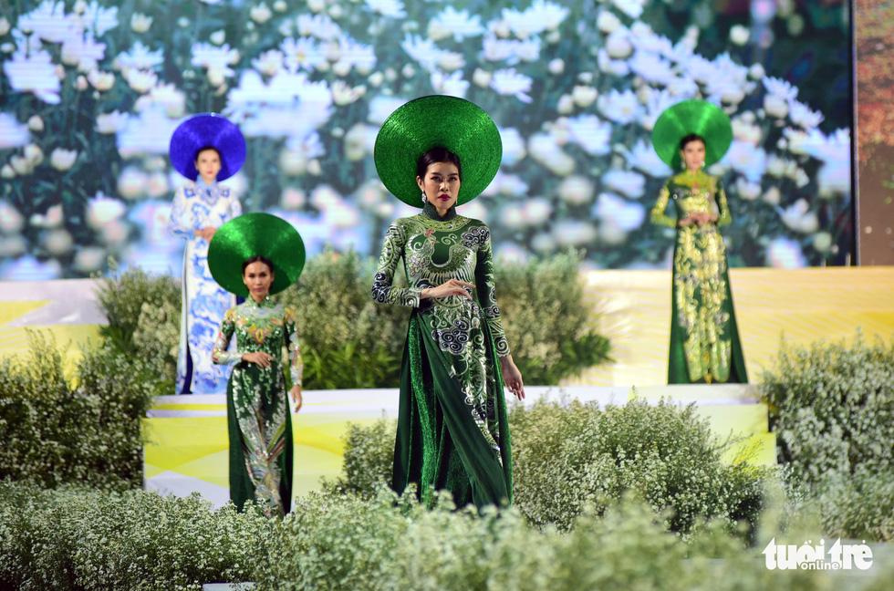 Áo dài lộng lẫy đêm xuân khai mạc Lễ hội Áo dài - Ảnh 6.