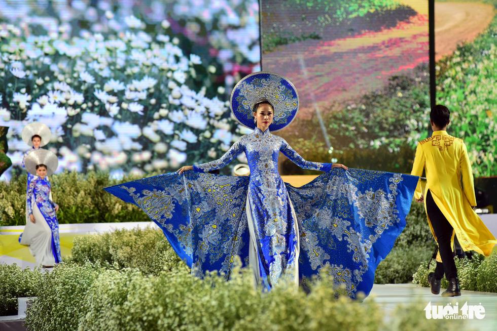 Áo dài lộng lẫy đêm xuân khai mạc Lễ hội Áo dài - Ảnh 5.