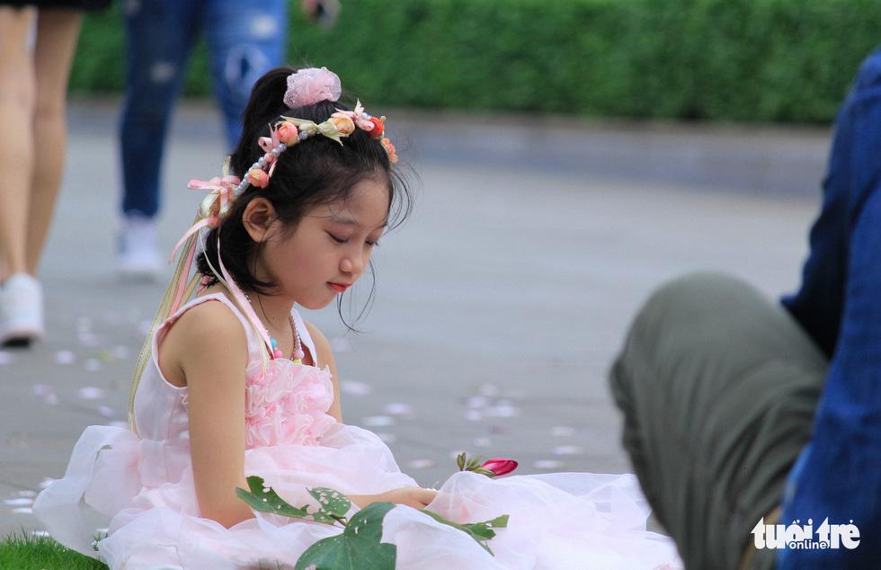 Tháng 3 hoa ban tràn về Hà Nội - Ảnh 9.