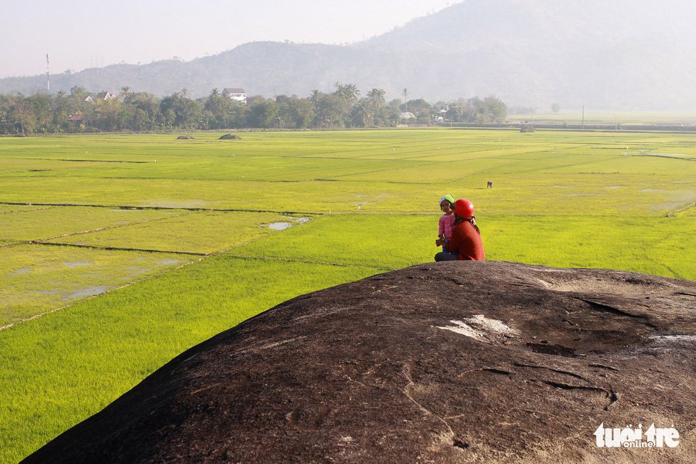 Dừng chân trên đá Voi cha - thần tình yêu ở Yang Tao - Ảnh 3.