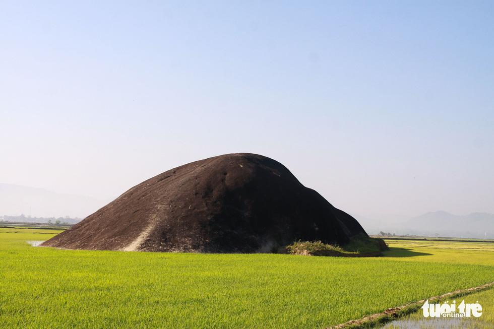 Dừng chân trên đá Voi cha - thần tình yêu ở Yang Tao - Ảnh 2.