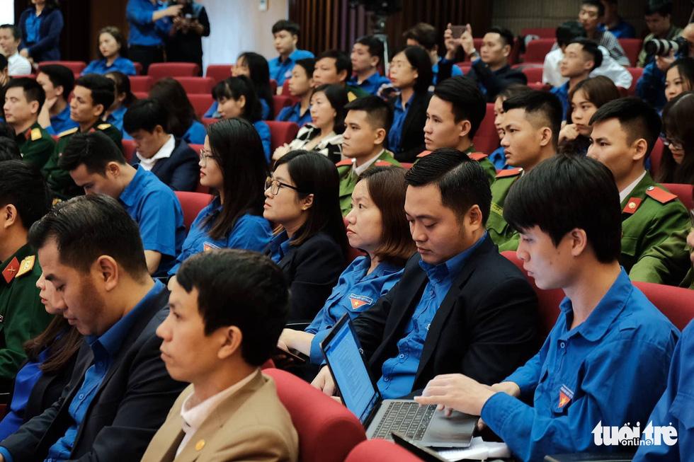 H'Hen Niê đối thoại cùng Bí thư thứ nhất Trung ương Đoàn - Ảnh 3.