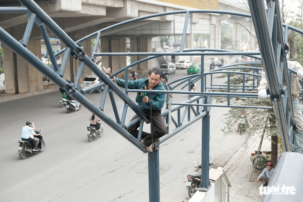 6 tháng rồi mà nhà ga đường sắt Cát Linh - Hà Đông nơi ngổn ngang, nơi ngập rác - Ảnh 4.