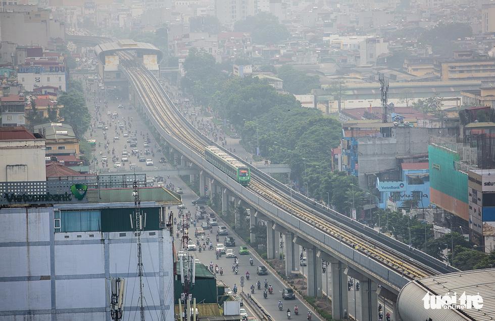 6 tháng rồi mà nhà ga đường sắt Cát Linh - Hà Đông nơi ngổn ngang, nơi ngập rác - Ảnh 1.