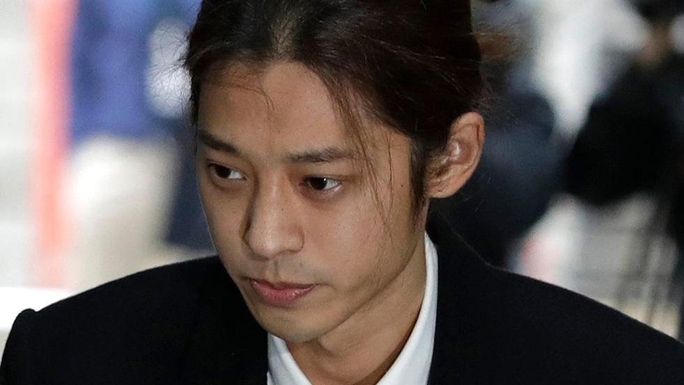 Bê bối tình dục, Jung Joon Young và Choi Jong Hoon bị kết án tù giam - Ảnh 6.