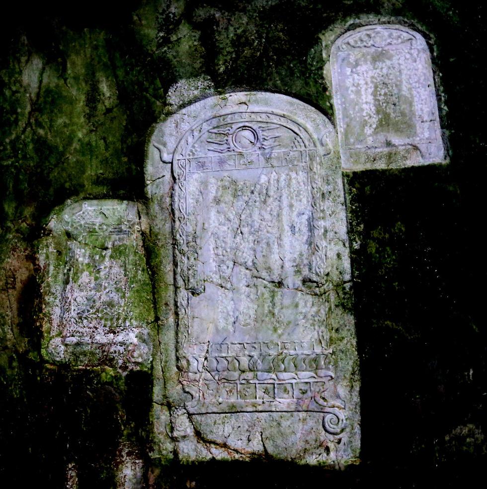 Choáng váng với kho tư liệu độc đáo ẩn tàng ở Ngũ Hành Sơn - Ảnh 2.