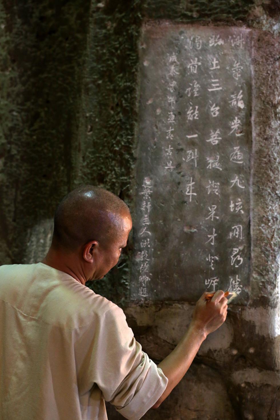 Choáng váng với kho tư liệu độc đáo ẩn tàng ở Ngũ Hành Sơn - Ảnh 4.