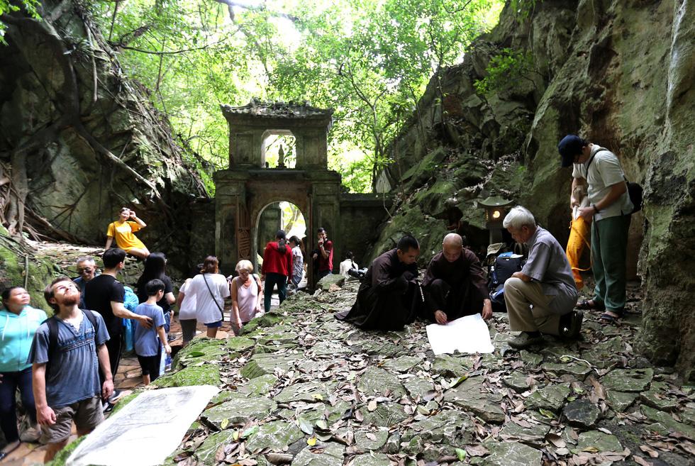 Choáng váng với kho tư liệu độc đáo ẩn tàng ở Ngũ Hành Sơn - Ảnh 9.