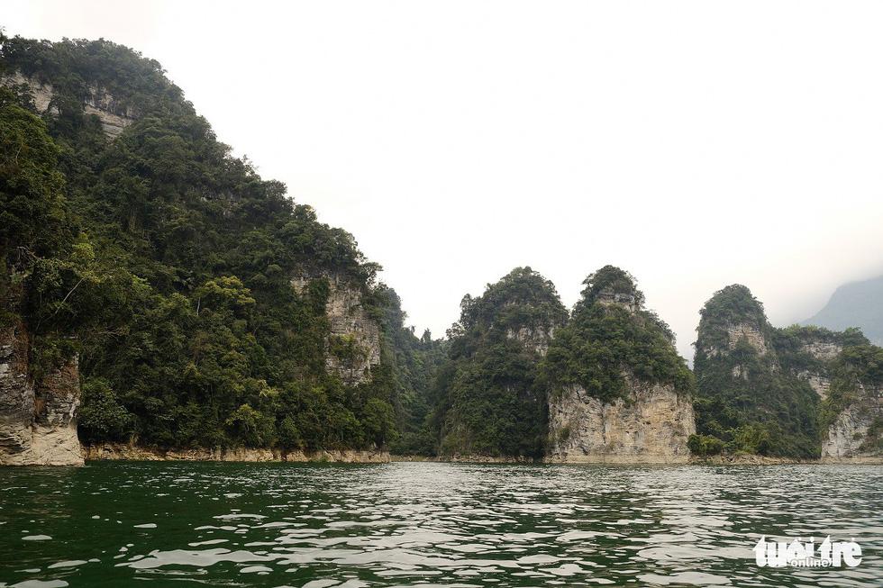 Chèo thuyền kayak ngắm hồ thủy điện đẹp mê mẩn - Ảnh 9.