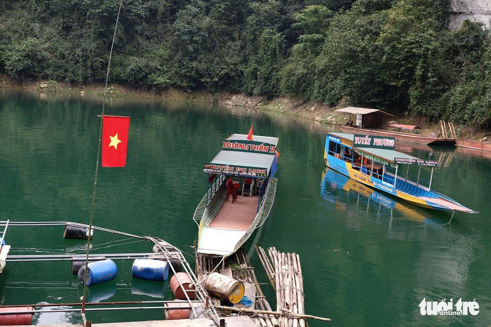 Chèo thuyền kayak ngắm hồ thủy điện đẹp mê mẩn - Ảnh 10.