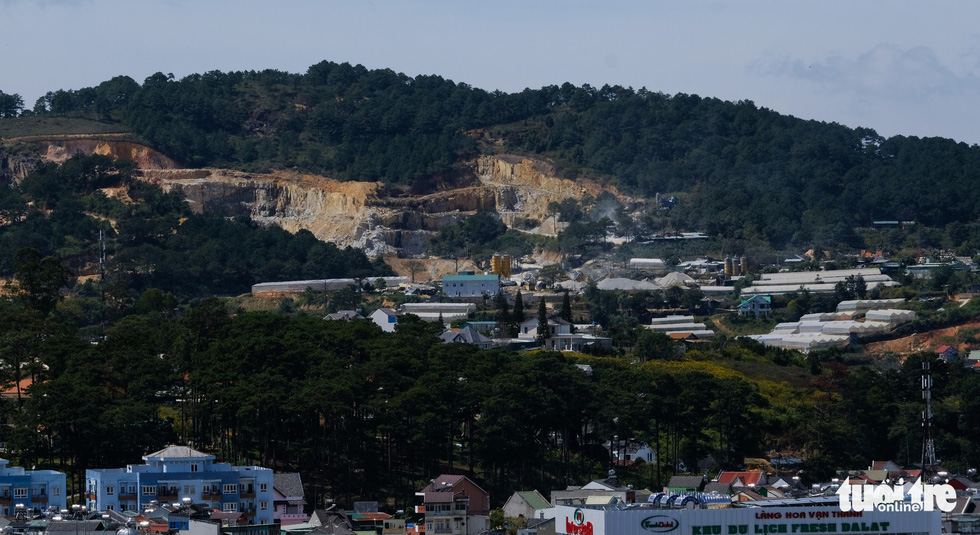 Dalat looked up from the flycam: an exact city, but not a city in the woods? - Photo 3.