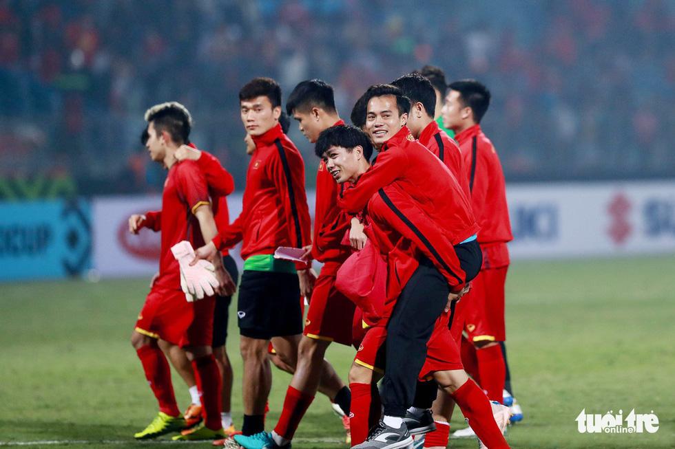 Những khoảnh khắc lịch sử của ĐT Việt Nam tại AFF cup 2018 - Ảnh 14.