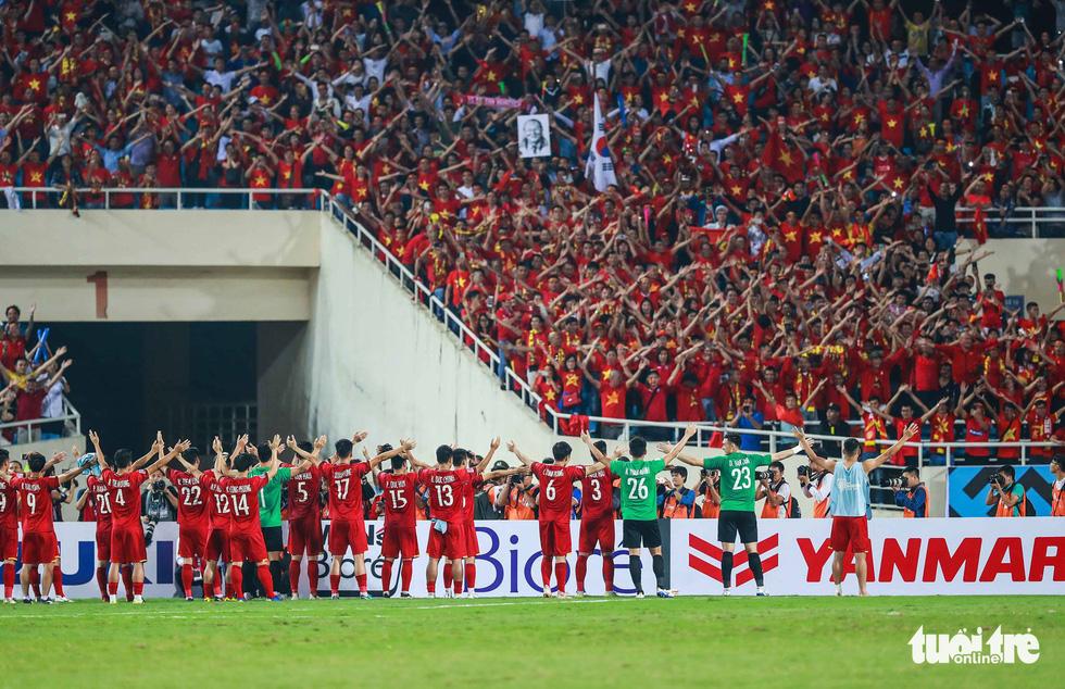 Những khoảnh khắc lịch sử của ĐT Việt Nam tại AFF cup 2018 - Ảnh 15.