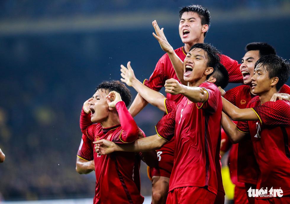 Những khoảnh khắc lịch sử của ĐT Việt Nam tại AFF cup 2018 - Ảnh 16.