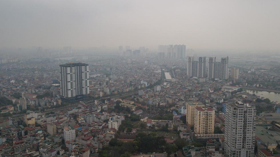 Hà Nội mịt mù trong ô nhiễm nhìn từ flycam - Ảnh 11.