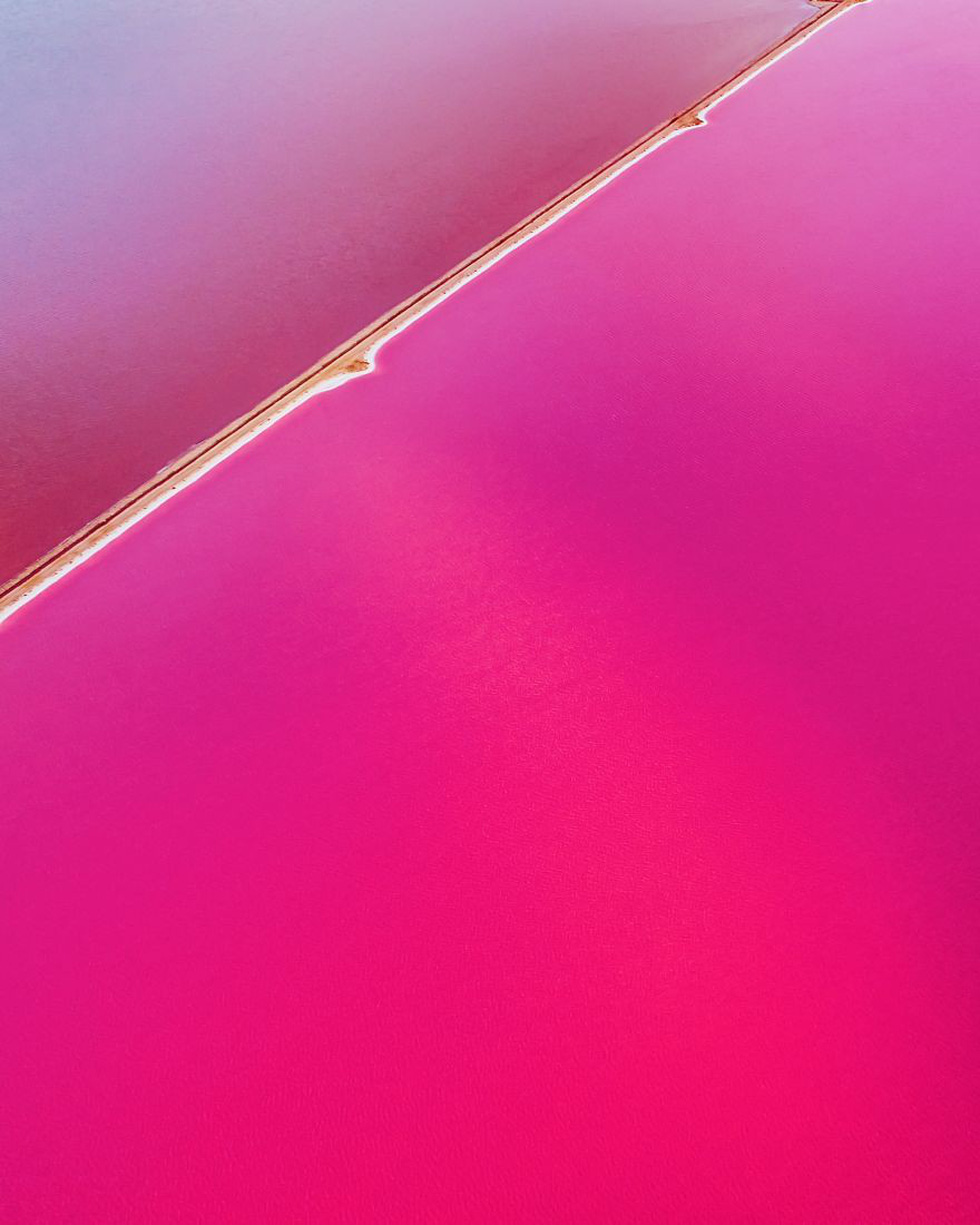 Kỳ lạ hồ nước màu hồng, đỏ, cam theo giờ - Ảnh 1.