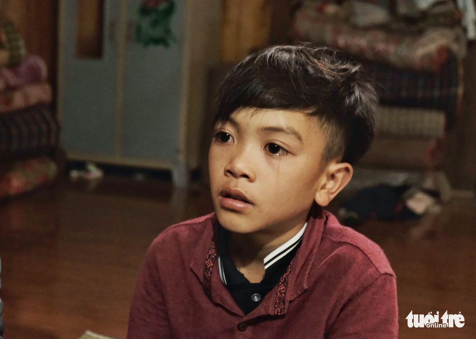Cậu bé Sơn La đạp xe xuống Hà Nội chịu ngủ cống để gặp em - Ảnh 3.