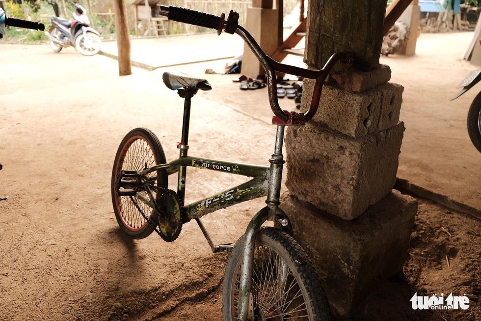 Cậu bé Sơn La đạp xe xuống Hà Nội chịu ngủ cống để gặp em - Ảnh 9.