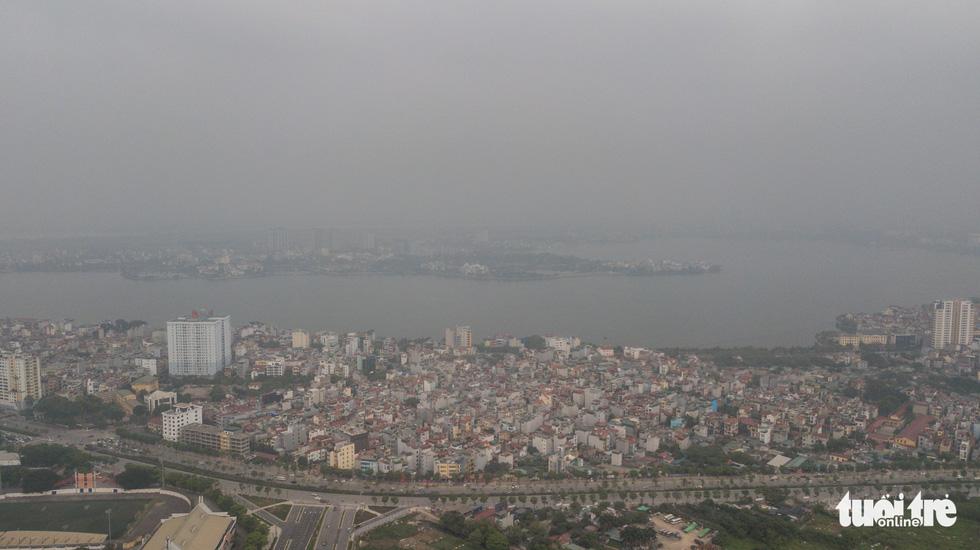 Hà Nội mịt mù trong ô nhiễm nhìn từ flycam - Ảnh 7.