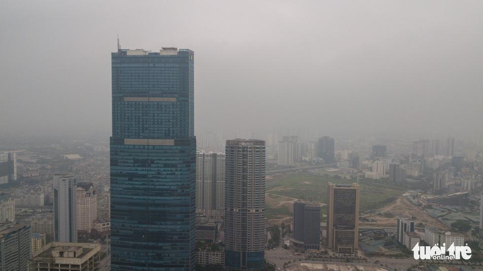 Hà Nội mịt mù trong ô nhiễm nhìn từ flycam - Ảnh 10.